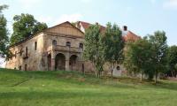 Wierzbna_-_ruiny_barokowego_palacu_cysterskiego_1.jpg